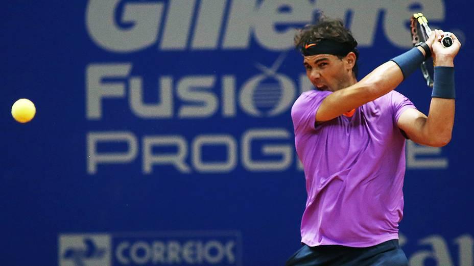 O espanhol Rafael Nadal confirmou o favoritismo e derrotou o brasileiro João Souza, no Brasil Open 2013, em São Paulo