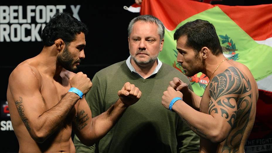 Rafael Natal e João Zeferino durante a pesagem do UFC Jaraguá do Sul em (SC)