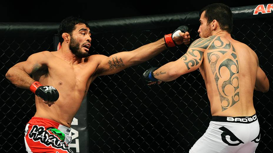 O Rafael Natal vence o brasileiro João Seferino no UFC Jaraguá do Sul, norte de Santa Catarina
