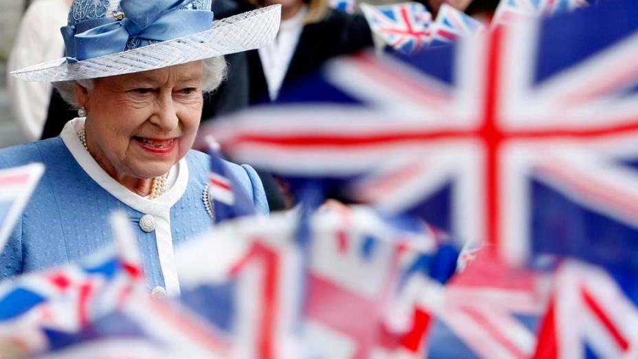 Em Londres, a rainha Elizabeth II chega para as comemorações do 300º aniversário da catedral de St. Paul