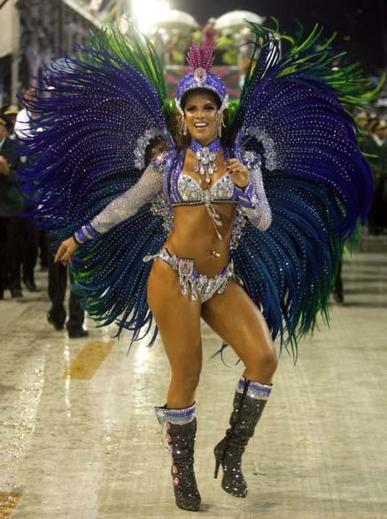 Renata Santos, rainha de bateira da Mangueira