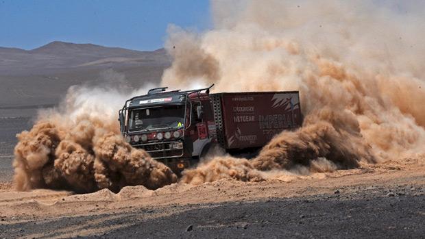 Caminhão do trio francês Sylvain Besnard, Nicolas Falloux e Sylvain Laliche, durante a nona etapa do rali Dakar