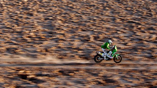 Motociclista durante a décima etapa do rali Dakar
