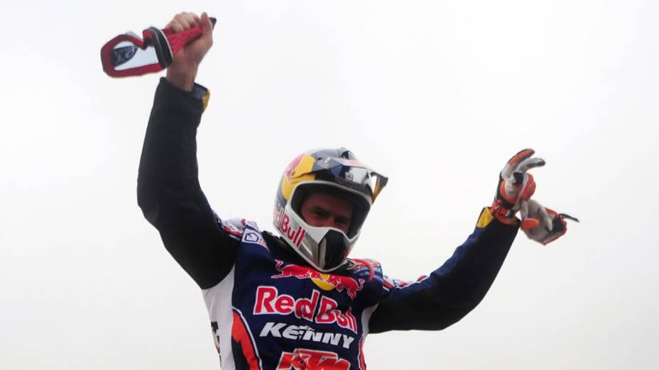O francês Cyril Despres comemora a vitória na categoria motos, no rali Dakar