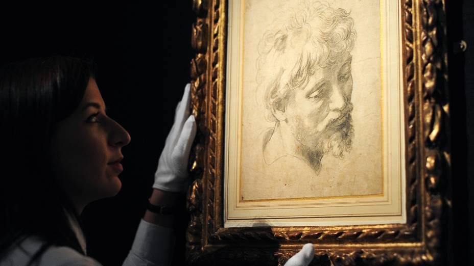 Um desenho do artista renascentista italiano Rafael estabeleceu nesta quarta-feira, em Londres, um novo recorde para uma obra em papel, com 29,7 milhões de libras (47,8 milhões de dólares), anunciou a Casa Sothebys