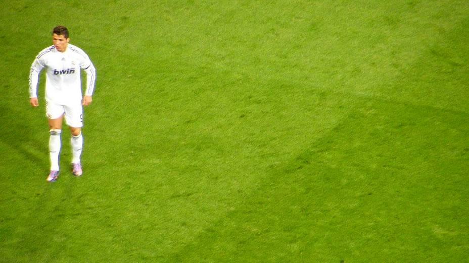 Sem um companheiro adequado para fazer suas jogadas, Cristiano Ronaldo ficou isolado no ataque - e sumiu em campo