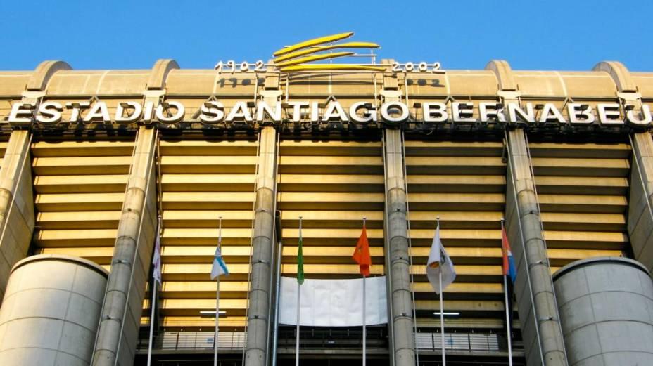 A fachada do Estádio Santiago Bernabéu, em sua entrada principal, no Paseo de la Castellana