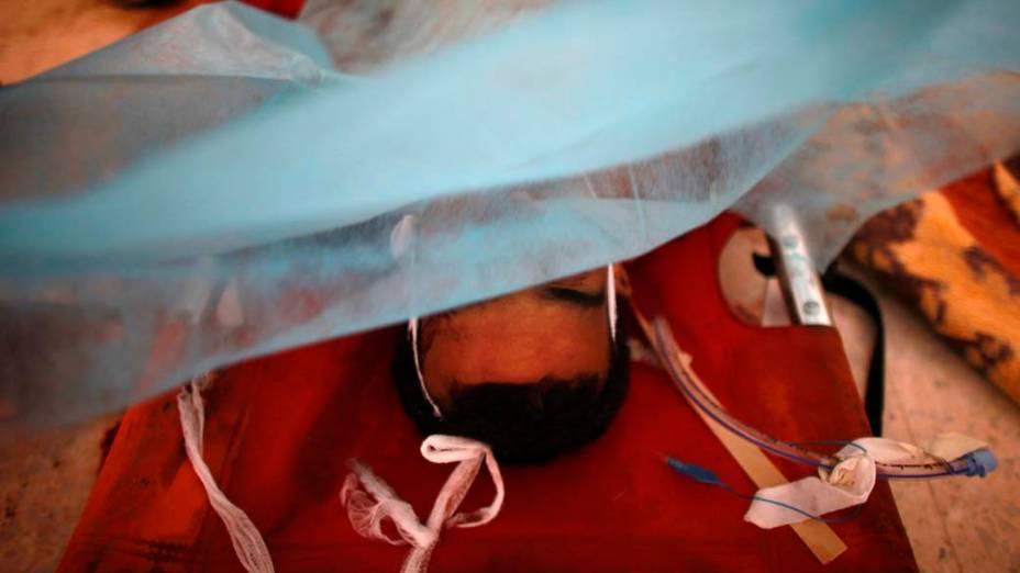 Rebelde líbio morto em hospital na cidade de Zawiyah, Líbia