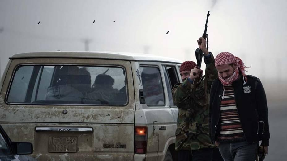 Rebeldes em Ajdabiya, Líbia