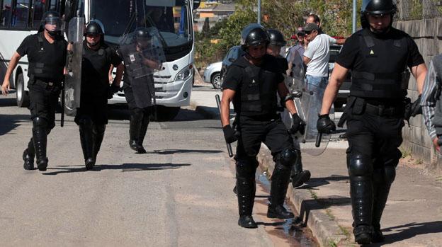 Policiais em frente à unidade da Fundação Casa na Vila Leopoldina