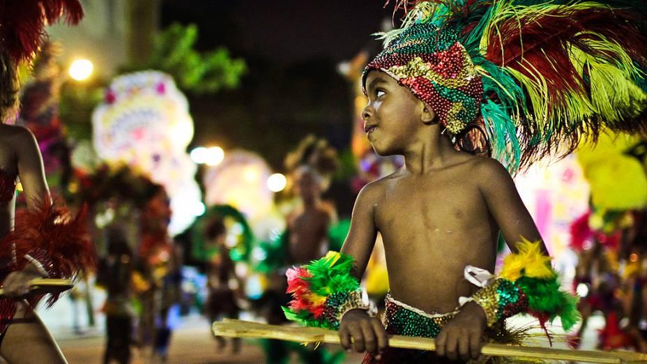 Foliões no Galo Invertido durante o carnaval de Pernambuco
