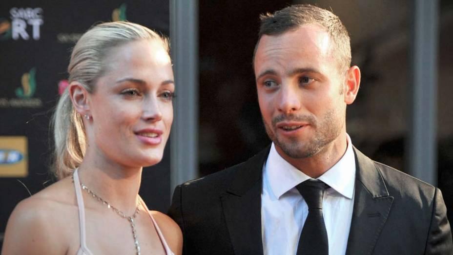 Oscar Pistorius e Reeva Steenkamp em cerimônia em Johannesburgo, na África do Sul, em 2012