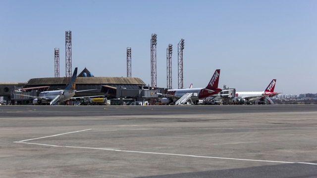 Reforma de aeroportos para a Copa do Mundo de 2014: em Brasília, renovação de terminal de passageiros tem conclusão prometida para outubro de 2012