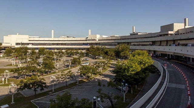 Reforma de aeroportos para a Copa do Mundo de 2014: no Galeão, as obras nos terminais de passageiros e no sistema de pistas e pátios só ficarão prontas no fim de 2013