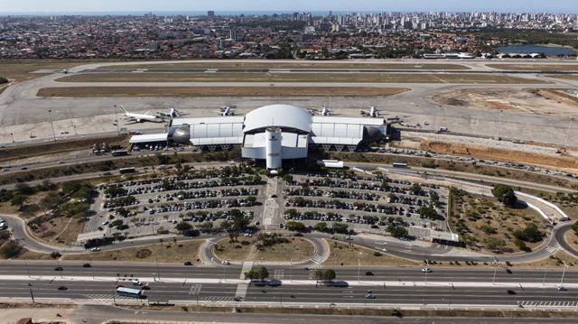 Reforma de aeroportos para a Copa do Mundo de 2014: em Fortaleza, as obras no pátio de aeronaves e no terminal de passageiros são prometidas para dezembro de 2013