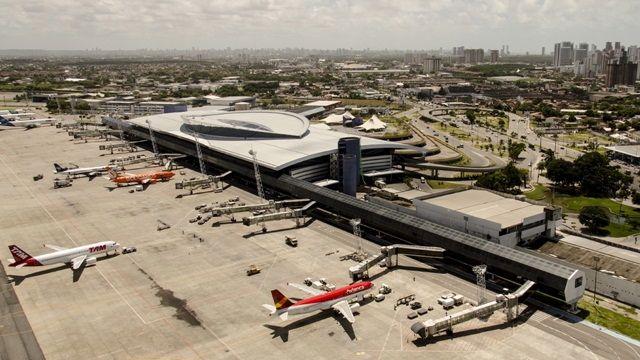 Reforma de aeroportos para a Copa do Mundo de 2014: em Recife, a única novidade prevista é a construção de uma nova torre de controle, que é prometida pela Infraero para dezembro de 2013