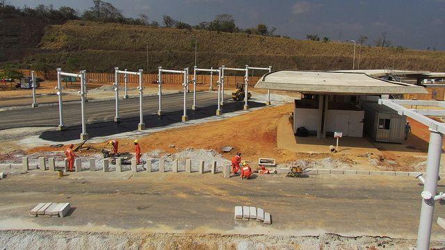 Reforma de aeroportos para a Copa do Mundo de 2014: em Belo Horizonte, a ampliação do terminal de passageiros de Confins é prometida para dezembro de 2013