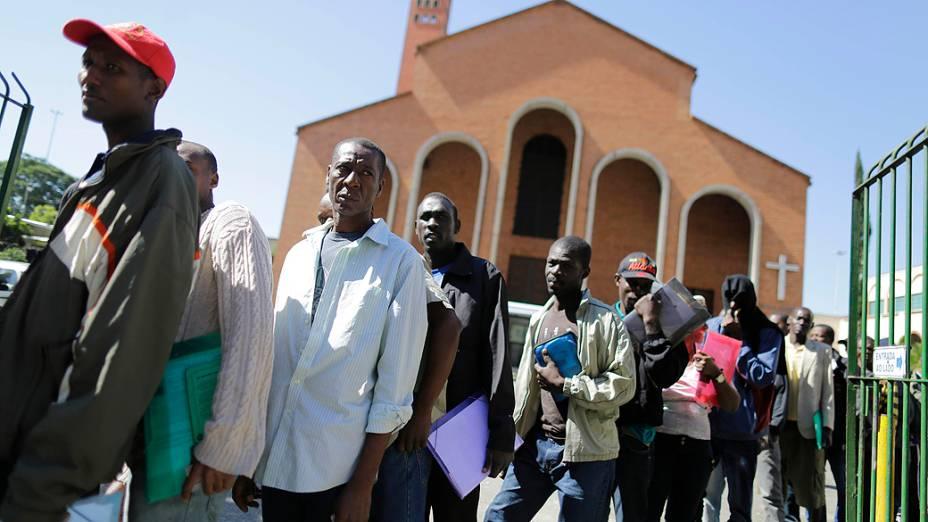 Haitianos são abrigados na igreja Nossa Senhora da Paz, no bairro do Glicério, em São Paulo