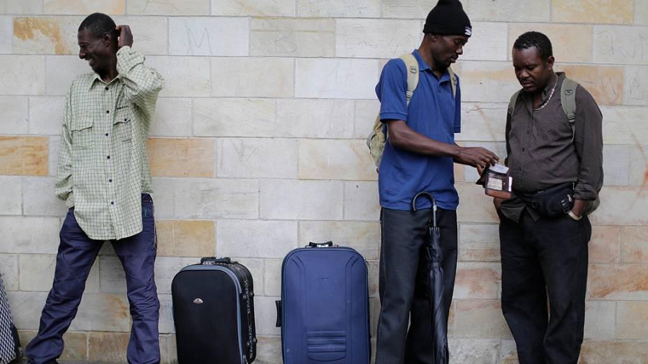 Pelo menos 700 haitianos foram enviados do Acre para São Paulo em três semanas