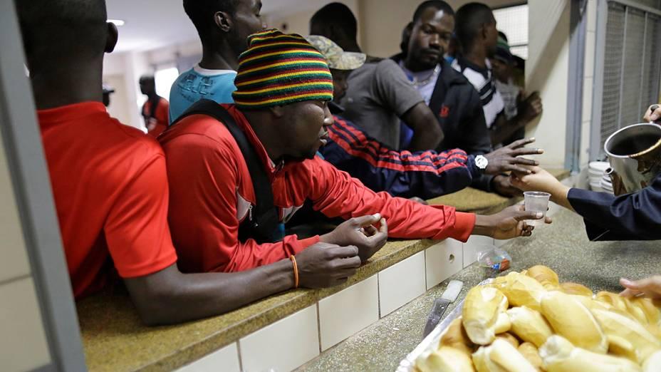 Bom Prato oferece 400 refeições diárias aos imigrantes haitianos abrigados em São Paulo