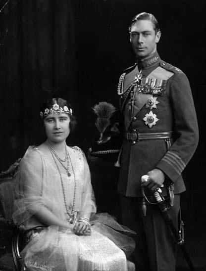 1923 - Rei George VI (1895 - 1952) e rainha Elizabeth (1900 - 2002)