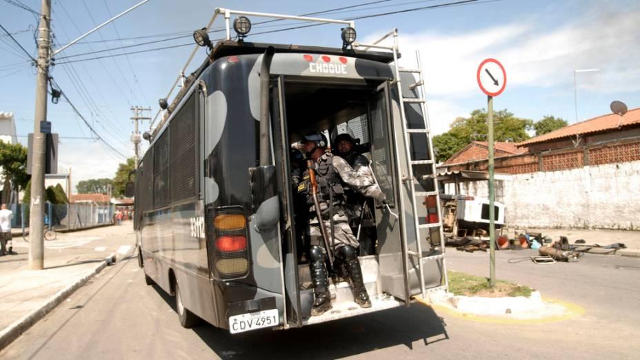 Policiais da tropa de choque durante a reintegração de posse da área invadida do Pinheirinho, em São José dos Campos - 22/01/2012