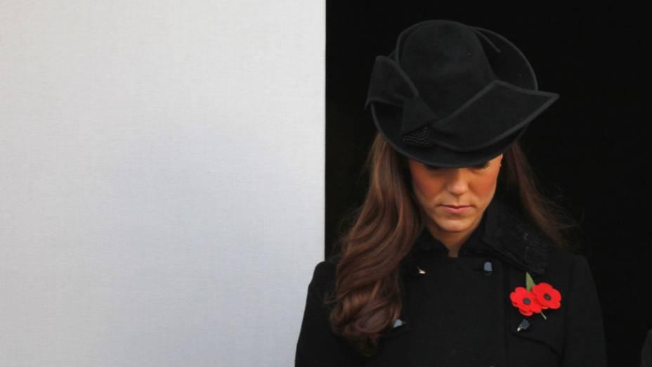"""Duquesa Catherine participa da cerimônia do """"Remembrance Day"""", em Londres"""