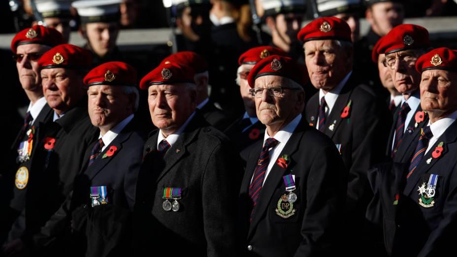 """Veteranos participam da cerimônia do """"Remembrance Day"""", em Londres"""