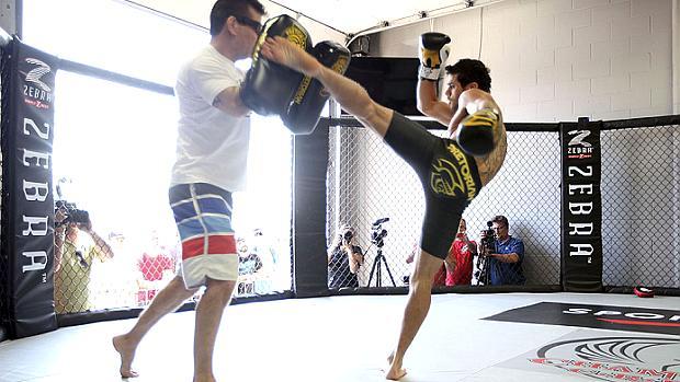 Renan Barão nos treinos livres para o UFC 149