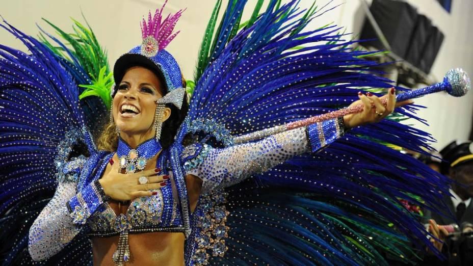 Renata Santos desfilou pela Mangueira, no Rio de Janeiro