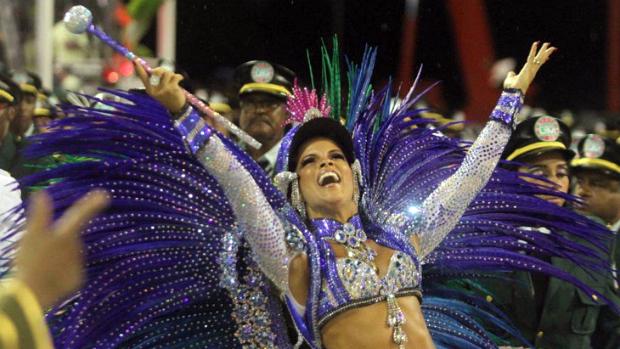 Em 2012, Renata Santos completará três anos como rainha de bateria da Mangueira