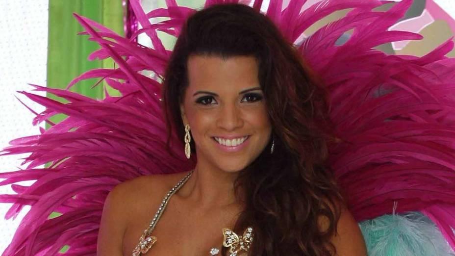 Renata Santos, rainha de bateria da Mangueira, na Comunidade da Mangueira