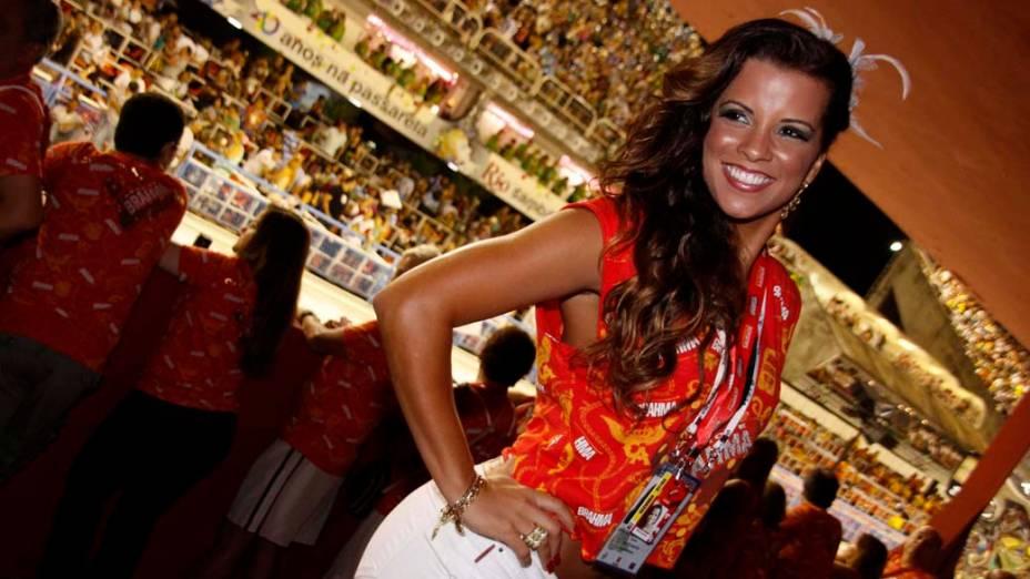 Renata Santos em camarote na Sapucaí