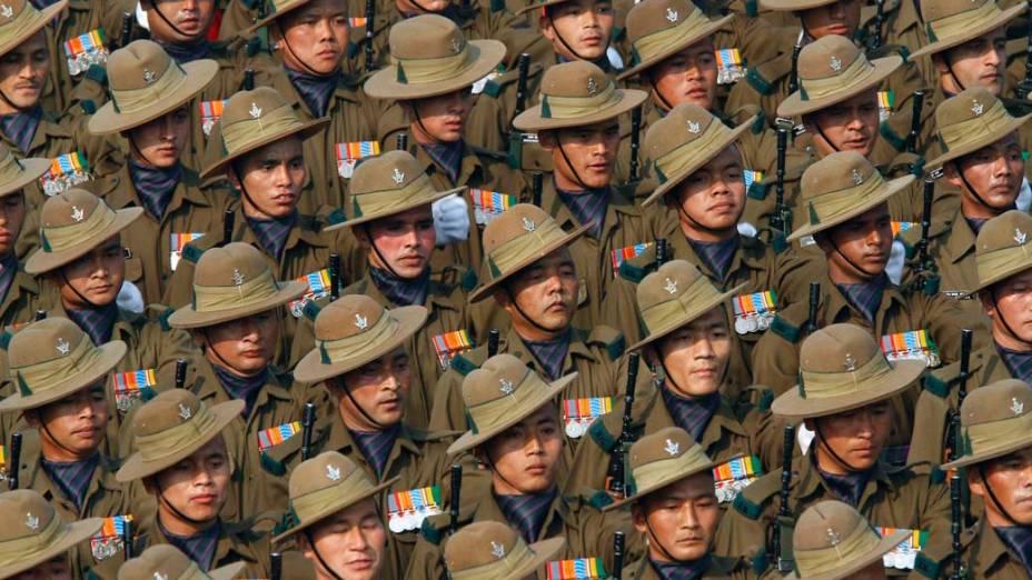 Soldados indianos durante o desfile do Dia da República em Nova Deli, Índia