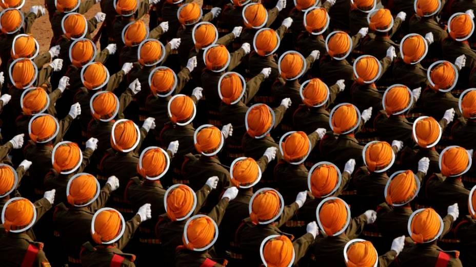 """Soldados do Regimento de Infantaria """"Sikh Light"""" durante o desfile do Dia da República em Nova Délhi, Índia"""