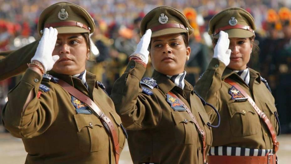Policiais durante o desfile do Dia da República em Jammu, Índia