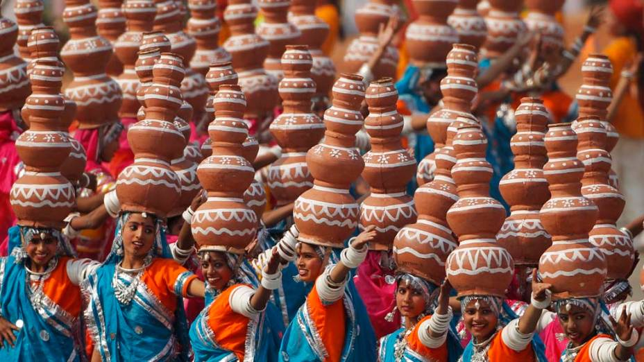 Dança folclórica Rajasthan durante o desfile do Dia da República em Nova Délhi, Índia