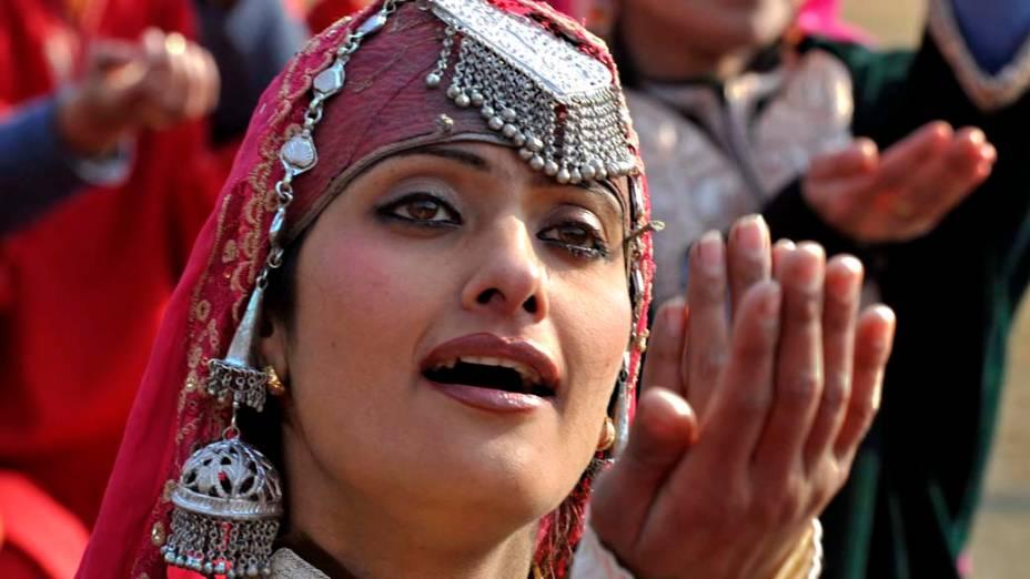 Artista da Caxemira durante o desfile do Dia da República realizado em Bakshi Stadium, em Srinagar, Índia