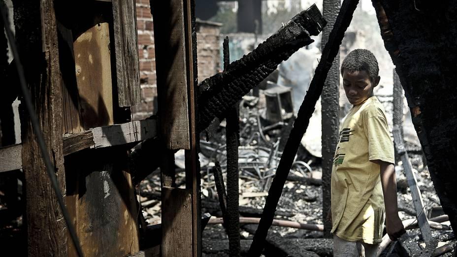 Rescaldo do incêndio na favela do Moinho, em Campos Elísios, no Centro de São Paulo, SP