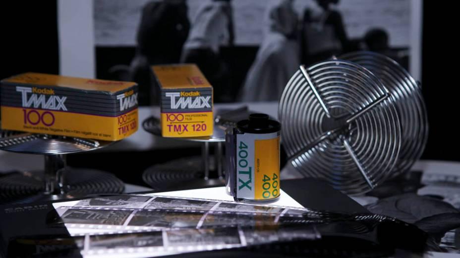 Filme preto e branco, negativos, bobinas de revelação de filmes e fotografias da Kodak