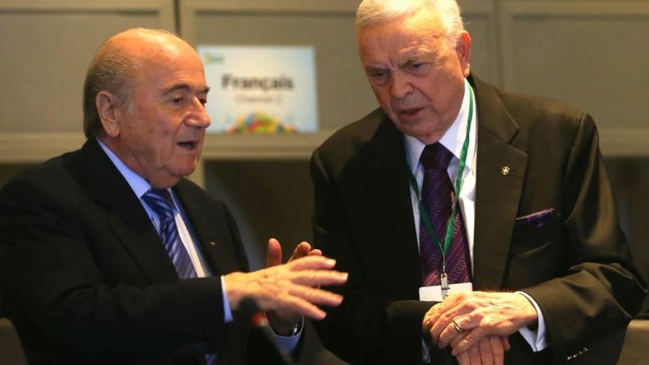 O presidente da Fifa, Joseph Blatter, e o presidente da CBF, José Maria Marin, na reunião do Comitê Organizador da Copa, na Costa do Sauípe
