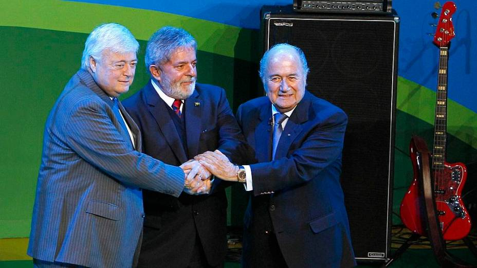 Ricardo Teixeira, Lula e Blatter: 79% dizem que culpa por um possível fracasso na Copa será do governo federal; para 14%, será da CBF, e para 4%, da Fifa