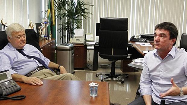 Ricardo Teixeira, ex-presidente da CBF, e Andrés Sanchez, então presidente do Corinthians, na sede da entidade, no Rio