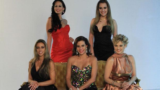 Participantes de <em>Mulheres Ricas 2013</em> posam para foto oficial