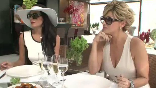 Cozete e Andrea fazem cara de conteúdo em chá da tarde