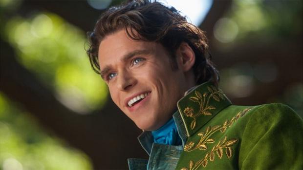 Richard Madden como príncipe em Cinderela