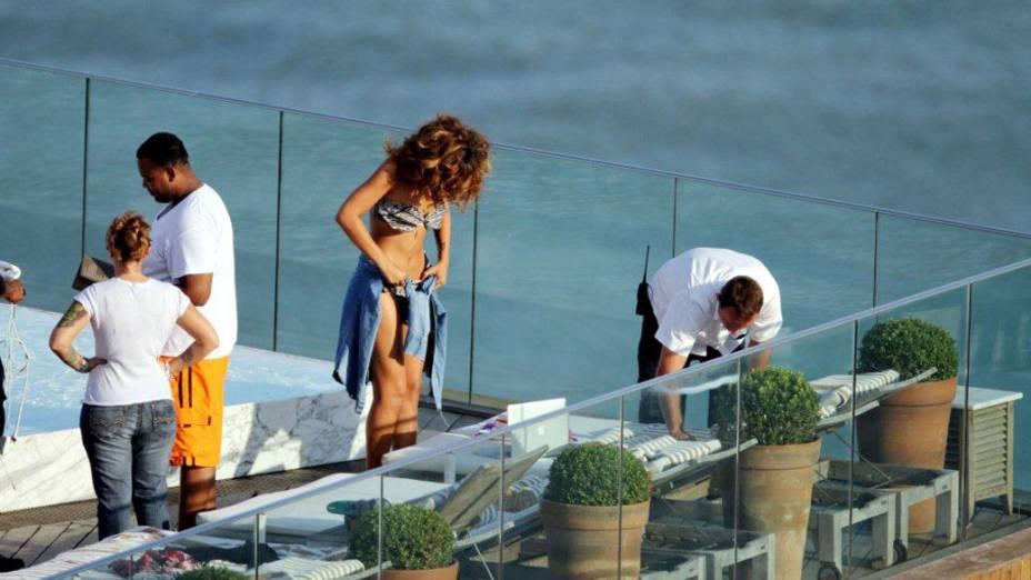 Rihanna na piscina do Hotel Fasano em Ipanema, Rio de Janeiro
