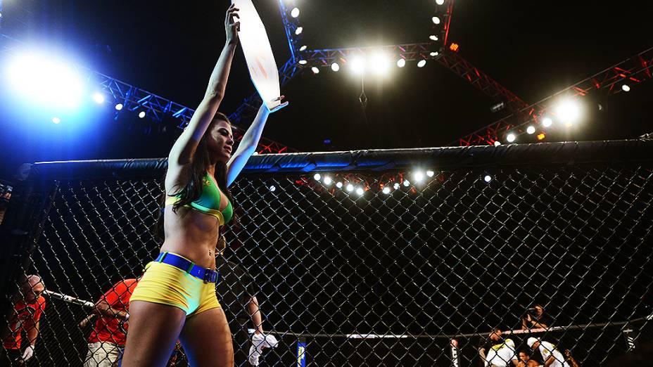 Camila Oliveira é a ring girl oficial do UFC
