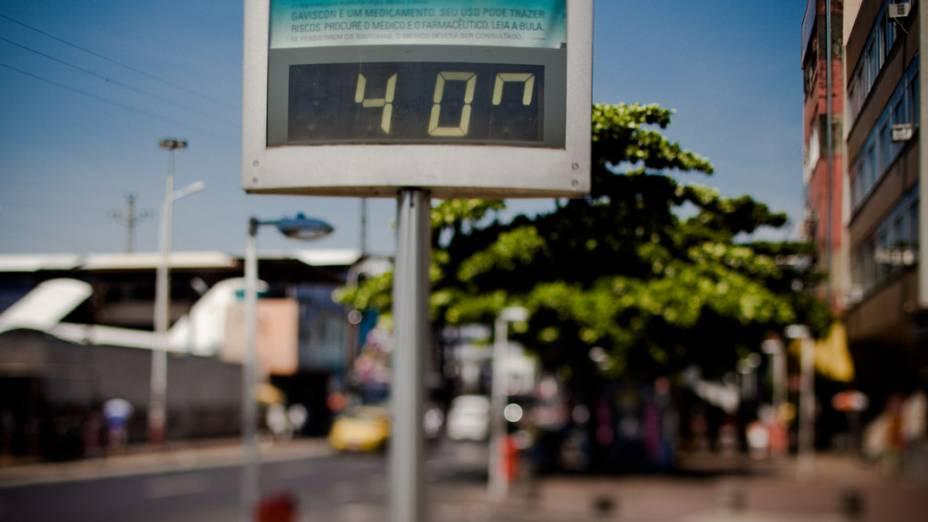 Em alguns bairros como Bangu (foto), os termometros chegaram a registrar 40 graus de temperatura, no Rio de Janeiro