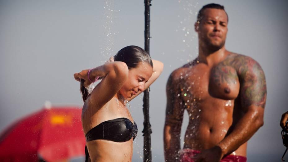 Banhistas se refrescam da onda de calor, no Rio de Janeiro